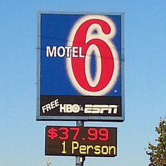 Full Color LED Sign | Motel 6