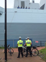 HMS Duncan arrives in Cardiff Bay ahead of the Nato Summit (DJLeekee) Tags: cardiff police summit soldiers guns tugs duncan cardiffbay nato warship policemen hms