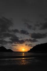 puesta de sol en donosti (txaflas) Tags: sunset sol de sony puesta naranja basque donostia a6000