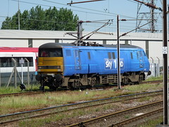 91125 Doncaster (Dancing is a waste, of drinking time.) Tags: sky electric bobo eastcoast doncaster southyorkshire ecml 91125