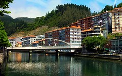 Ondarroa, Euskadi (thierry llansades) Tags: beach port puerto cit atlantic bilbao fete plage basque euskadi ville peche cita fleuve deba paysbasque guipuzcoa atlantique zarautz ondarroa guipuscoa euscadi baskia ondaroa