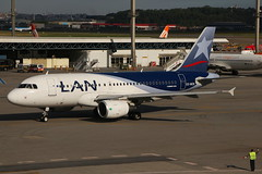 LAN Airlines | Airbus A319 @ GRU (Aidan Formigoni) Tags: brazil brasil plane canon airplane rebel airport sopaulo aircraft aviation aeroporto lan airbus avio spotting avion aviao guarulhos gru a319 aviacion t4i lanairlines sbgr canont4i