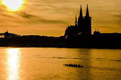 Rowers in Gold (Explored 2014-06-25) (toletoletole (www.levold.de/photosphere)) Tags: sunset sonnenuntergang cathedral dom cologne kln rhine rhein rowers ruderer