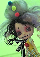 Little Loonie Loni (Lawdeda ) Tags: fun crazy little clown blythe custom my lawdeda lawdedaasylummiddiecollection loonieloni