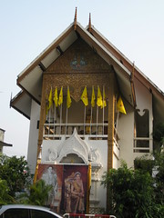 One of the beautiful buildings of this wat complex (shankar s.) Tags: thailand southeastasia buddhism chiangmai wat highstreet buddhisttemple norththailand buddhistshrine buddhistreligion watsrisuphan chiangmaistreet buddhistfaith silverubosot chiangmaitraffic downtownchiangmai