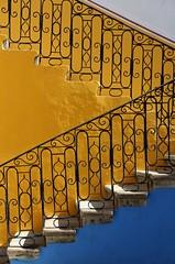 Oaxaca, Mexico, 2014 (Photox0906) Tags: blue sun sol geometric yellow metal azul stone stairs jaune mexico hotel soleil iron pierre bleu amarillo staircase oaxaca mexique posada mtal fer mexiko piedra escaliers htel monter ferforg gomtrique descendre therubyawa
