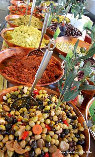 Olives & Sundried ToFresh Garlic Clovesmatoes