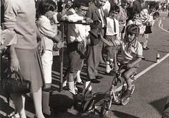 39-gimkana-corridore-mentre-suona-la-campana-del-traguardo---1968
