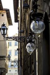 Farolas (JC Arranz) Tags: city street urban italia calle arquitectura ciudad edificios farolas nikond3200 florence florencia lamparas