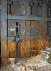 R.E.R. (Telefontubbie) Tags: nuclearshelter pazeme rūsa hermes 2010 memory exploring abandoned rust gasmasks