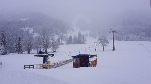 Donnerstag Früh : Hurra es schneit!!!