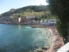 Balaklava beach (eltpics) Tags: family summer playing beach swimming children onthebeach families balaklava crimea blacksea sunbathing inthesea eltpics