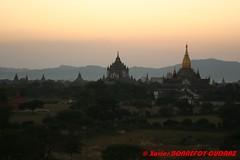 Bagan - That-byin-nyu Pahto and Ananda Pahto (soyouz) Tags: sunset burma myanmar bagan ruines pagode birmanie mandalaydivision birmaniela