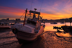 Gorgeous morning 等待潮起 (TerryChen - Blooming Beauty 綻放美麗的力量) Tags: sunset clouds sunrise canon ship 6d 船 八里渡船頭 日出 火燒雲 晨昏 潮汐 乾潮