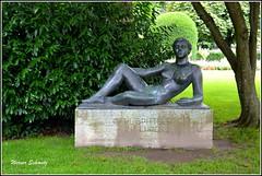Luzern - Lucerne, Switzerland (Werner_Schmutz) Tags: schweiz switzerland suisse suiza luzern skulptur suia frau svizzera lucerne dieliegende carlspitteler carlspittelerquai rolandduss
