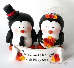 Penguin Wedding Cake Topper (fliepsiebieps_) Tags: winter wedding white penguin snowman funny handmade moose polymerclay figurines snowmen caketopper custom whimsical handgemaakt weddingcaketoppers taarttopper fliepsiebieps