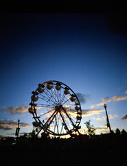 CNE-17 (photosbydean.ca) Tags: camera carnival sunset red toronto canada film wheel photography holga kodak ferris pinhole cne medium format 120mm canadiannationalexhibition skychair ondu photosbydeanca holga120wps