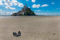 Au pied du Mont-Saint-Michel (DomSwiss) Tags: mer france nature eau sigma bretagne ciel nuage nuages paysage 1020 plage eglise montstmichel canon70d domswiss