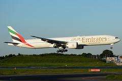 Welcome back ! (Mohri63) Tags: landing emirates nrt b777 16l b777300 rjaa