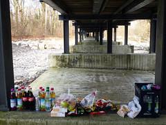 Grill (Friedrich Grssing) Tags: bridge germany munich mnchen relax strasse streetphotography grill german flaucher brcke isar freizeit grillen picknick entspannung sendling strassenfotografie grssing groessing