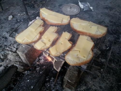 Petit déjeuner au feu de bois