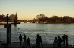 0612-SILUETAS EN EL ATARDECER DE HAMBURGO (--MARCO POLO--) Tags: atardeceres ocasos ciudades lagos rincones