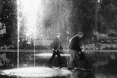 fontaine (julienpoisson69) Tags: noiretblanc fontaine