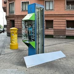 Broken (Julio Lpez Saguar) Tags: madrid street urban espaa broken calle spain box telephone telfono cabina urbano rota telefnica juliolpezsaguar