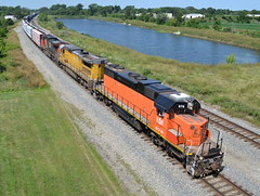 A different kind of orange SD38-2! (Robby Gragg) Tags: dyer ble 878 sd382