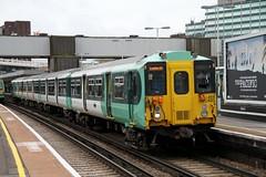 455820 EAST CROYDON 050410 (DavidsTransportPix) Tags: br emu britishrail southernrailway electricmultipleunit class455 3rdrailelectric 455820