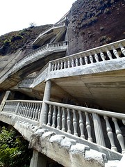 "L'impressionnant escalier (700 marches) • <a style=""font-size:0.8em;"" href=""http://www.flickr.com/photos/113766675@N07/15087506231/"" target=""_blank"">View on Flickr</a>"