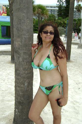 Raven R (davidoforlando) Tags: sexy beach legs boobs side bikini cleavage clearwater braless