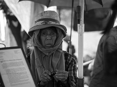 Thieves Market-2 (Jeff Masilungan) Tags: street white black streetphotography phography tongaloksphotography