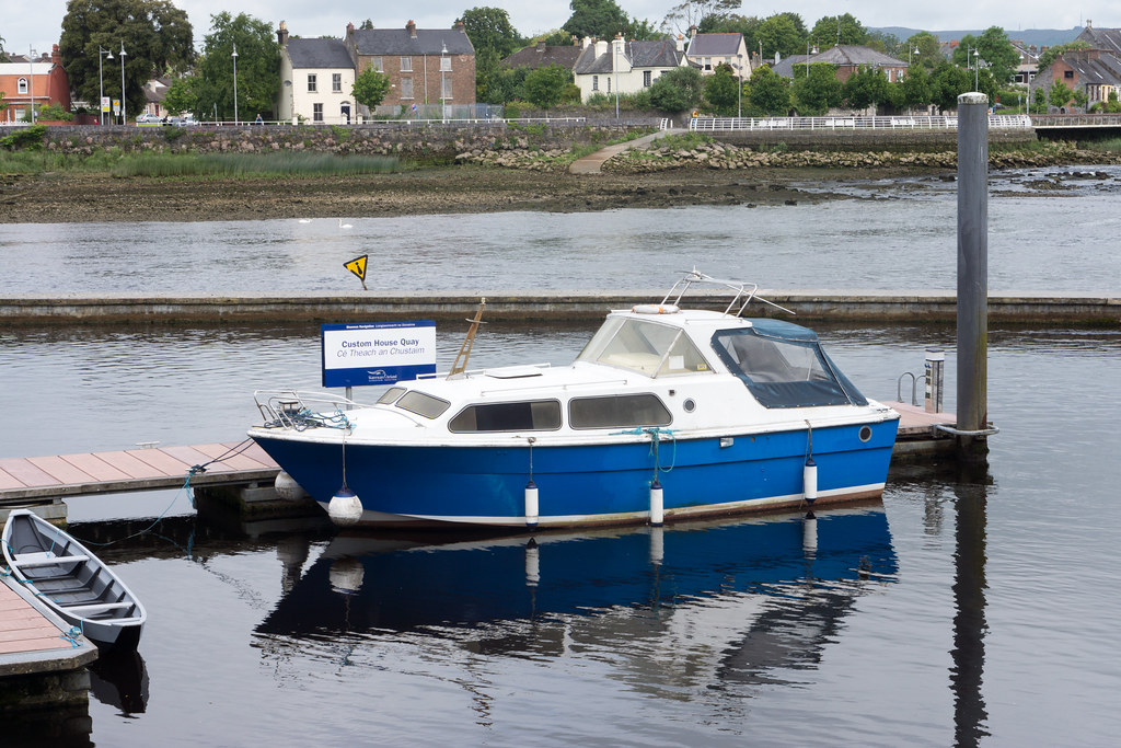 SMALL MARINA NEAR ARTHUR'S QUAY IN LIMERICK