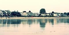low tide... (jose_abc) Tags: summer sky usa sun house reflection beach colors canon soleil couleurs newhampshire ciel t maison plage 2014 rflexion jennessstatebeach