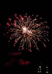 IMG_4300.jpg (budbrain) Tags: canon fenster sigma 7d freehand koblenz rif vorstadt feuerwerk 400mm rheininflammen
