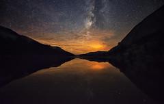 Fire Glow Above Tenaya Lake (WJMcIntosh) Tags: yosemite yosemitenationalpark tenayalake milkyway elportalfire