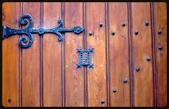 Porte en bois et metal - Bergues (hobbyphoto18) Tags: door wood france metal porte nordpasdecalais bois fer bergues