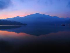 2014-08-30 05.13.09 (pang yu liu) Tags: travel day2 sun moon mountain lake reflection sunrise twilight glow  aug 08   2014 nantou