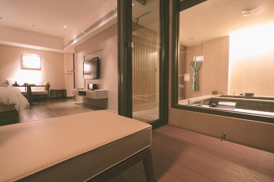 bath016.JPG