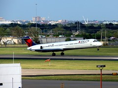 N970DL (redlegsfan21) Tags: world lines airport air dal delta will rogers okc douglas dl mcdonnell md88 kokc n970dl