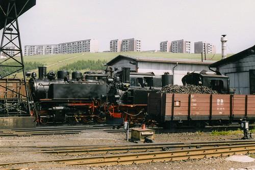 DR: Dampfloks 99 1771-7 und 99 1608-1  in der Lokeinsatzstelle Kurort Oberwiesenthal