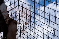 Cache-cache pyramide (steb751) Tags: doubleexposition capitale contreplongée compositionettypedephoto pyramidedulouvre muséedulouvre musée paris structure motsclésgénériques
