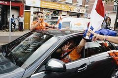 Nederland - Australi 3-2 (Pim Geerts) Tags: world auto street feest people brasil photography championship utrecht soccer nederland victory neighbourhood voetbal volk oranje australie wijk mensen mannen brazilie winst winnen straatfotografie oranjekoorts gekte zege