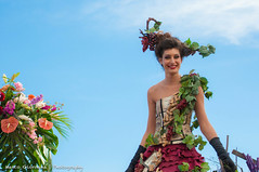 Bataille de Fleurs '14 - Nice (marco.giordana) Tags: new trip travel carnival flowers light portrait people urban woman holiday france colors smile face fleurs wow fun happy nice nikon focus funny flickr emotion body piano sunny des persone primo cote fr carnevale francia ritratto nizza feelings fragment bataille dazur d90 allaperto soggetto nikonist