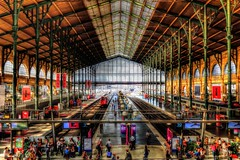 Paris Nord (Gare du Nord) (Matthias Harbers) Tags: people paris france building station train photoshop frankreich europe track sony tracks eisenbahn railway zug bahnhof cybershot trainstation labs dxo garedunord hdr tgv topaz sncf northstation parisnord 3xp photomatix arrivalhall tonemapped rx100 terminusstation akvis