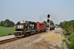 NS 3062 East in Claypool,Indiana on August 2,2014. (soo6000) Tags: railroad train ns indiana local freight norfolksouthern emd claypool gp402 3062 ns3062 l43 chicagodistrict
