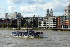 lots of tourists (Judy **) Tags: london thames river boot boat tourists londen 2014 rivier toeristen theems