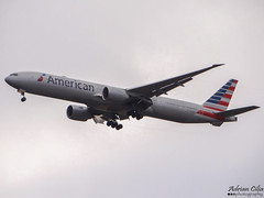 American Airlines --- Boeing B777-300ER --- N724AN (Drinu C) Tags: plane heathrow aircraft sony boeing americanairlines 777 dsc lhr egll hx100v adrianciliaphotography n724an