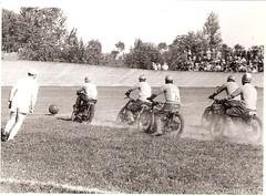 26-fasi-della-partita-di-pallone-dei-piloti-del-m.c.c.-nel-velodromo-di-crema---1955